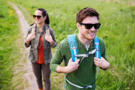 happy, couple, with, backpacks, hiking, outdoors - 20153929