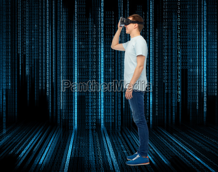 happy, man, in, virtual, reality, headset - 20153011