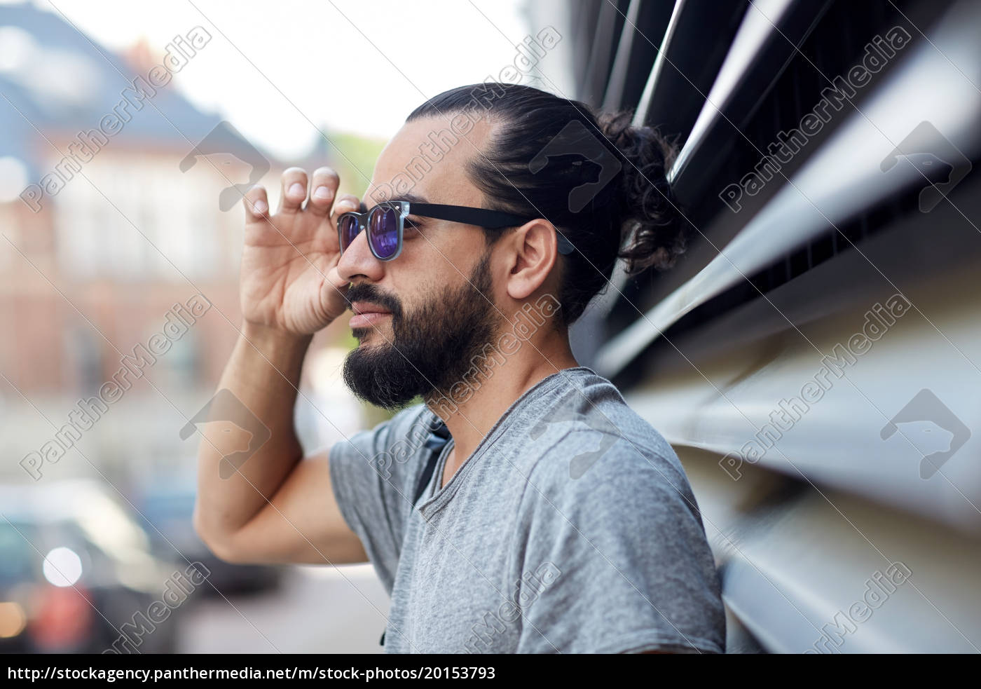 happy, man, with, beard, and, sunglasses - 20153793