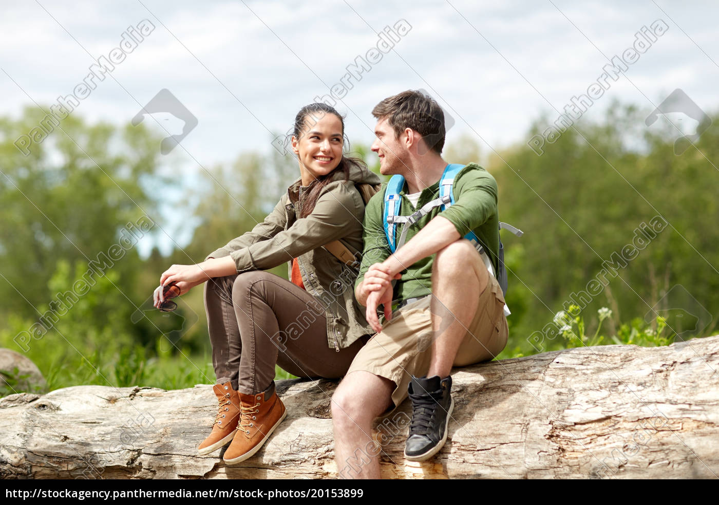 smiling, couple, with, backpacks, in, nature - 20153899