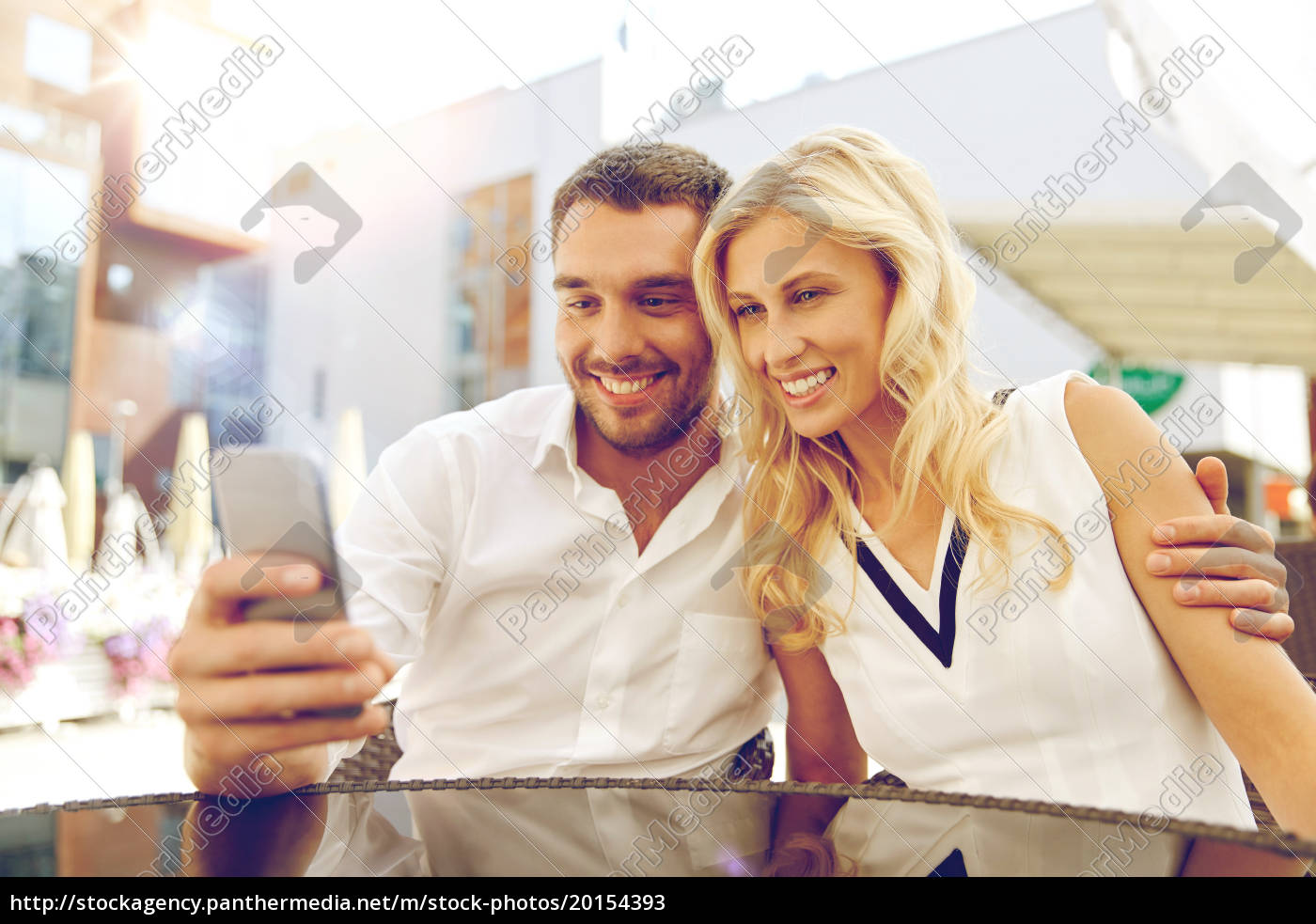 couple, taking, selfie, with, smatphone, at - 20154393