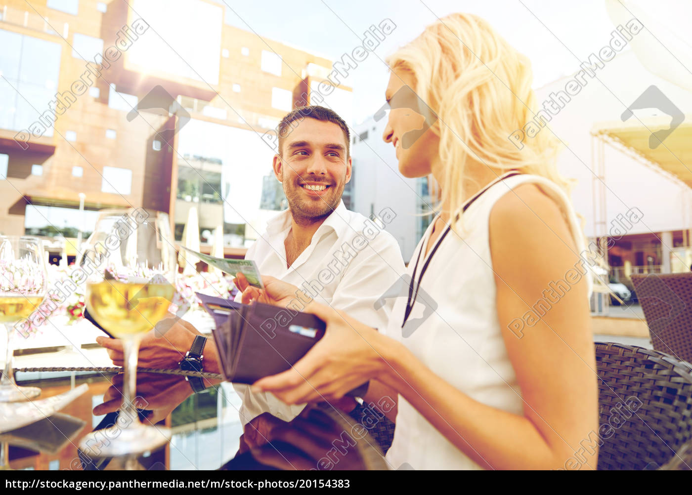 happy, couple, with, wallet, paying, bill - 20154383