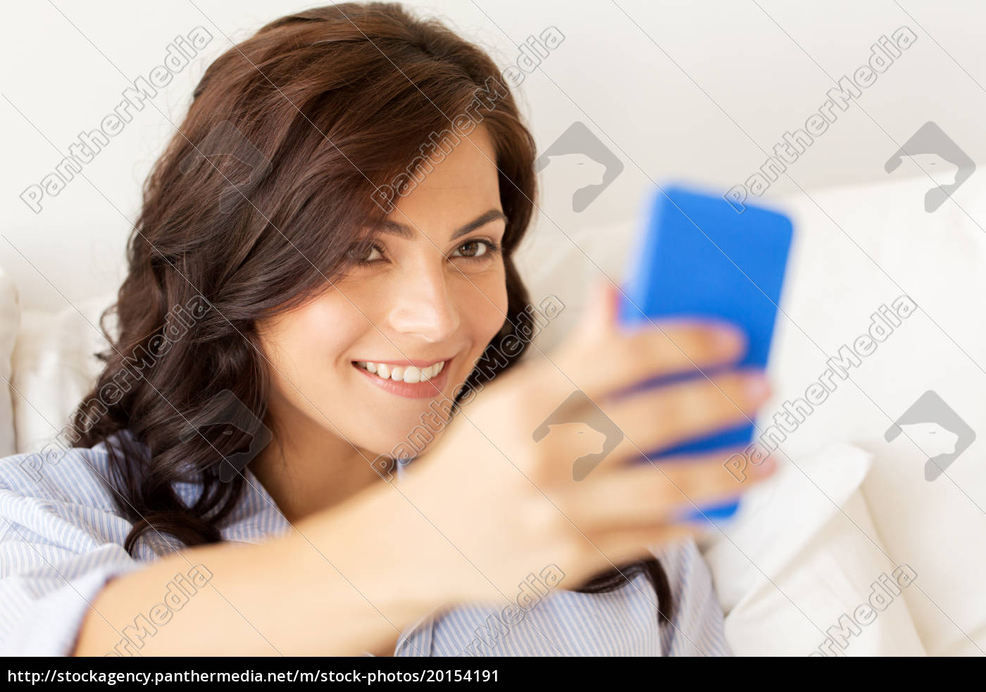 happy, woman, taking, selfie, with, smartphone - 20154191