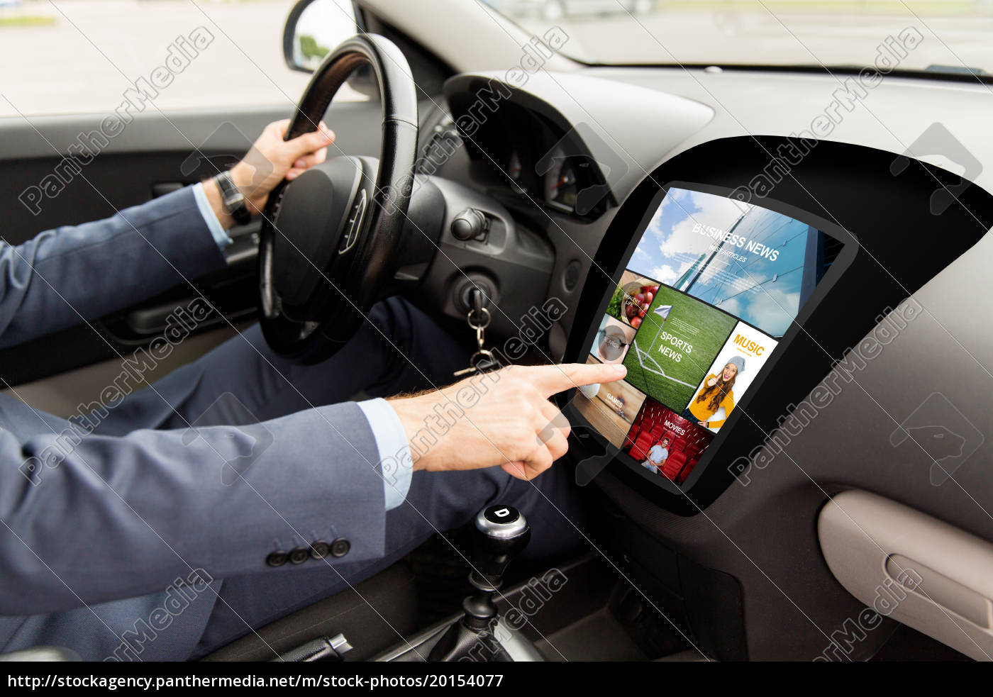 man, driving, car, with, news, on - 20154077
