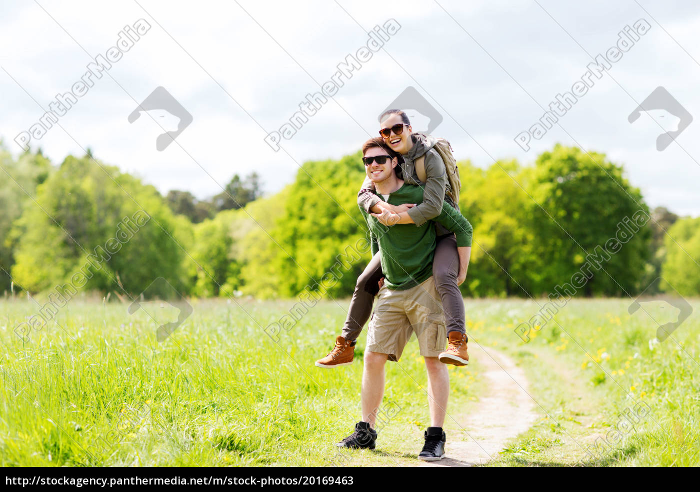 happy, couple, with, backpacks, having, fun - 20169463