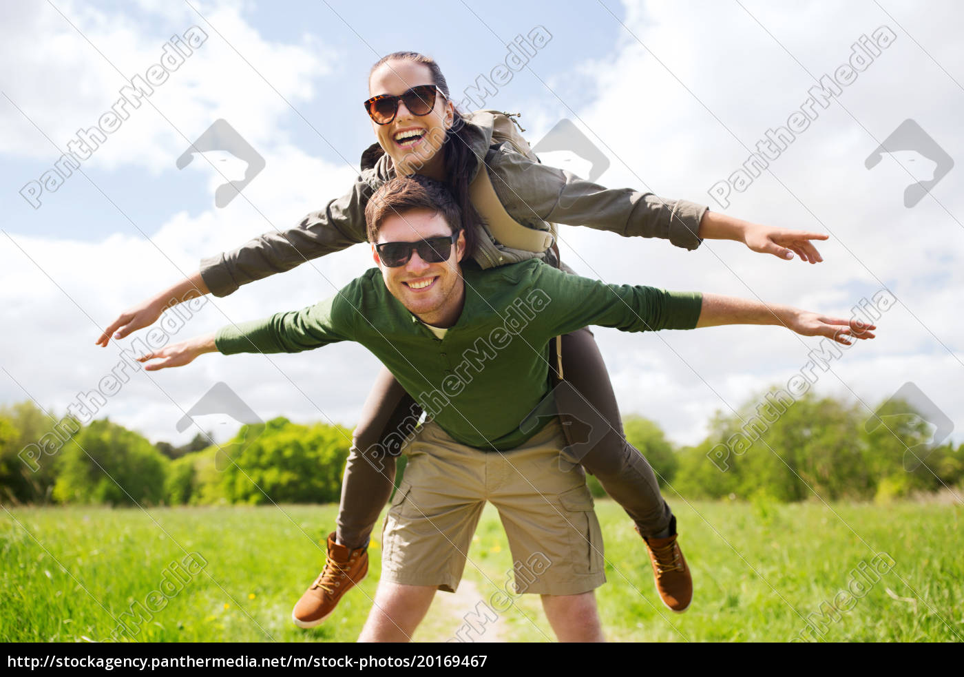 happy, couple, with, backpacks, having, fun - 20169467