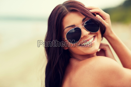 smiling, young, woman, with, sunglasses, on - 20169379