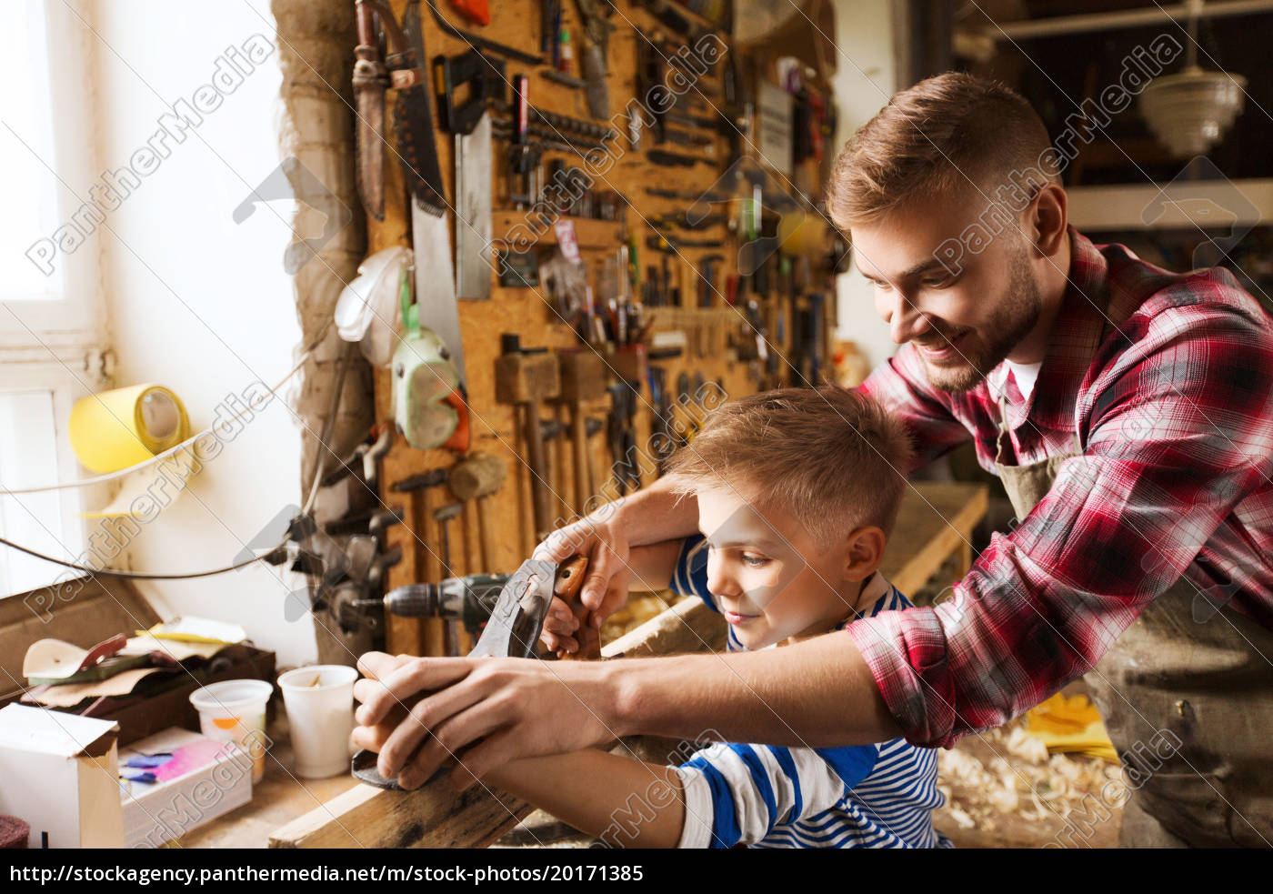 father, and, son, with, plane, shaving - 20171385