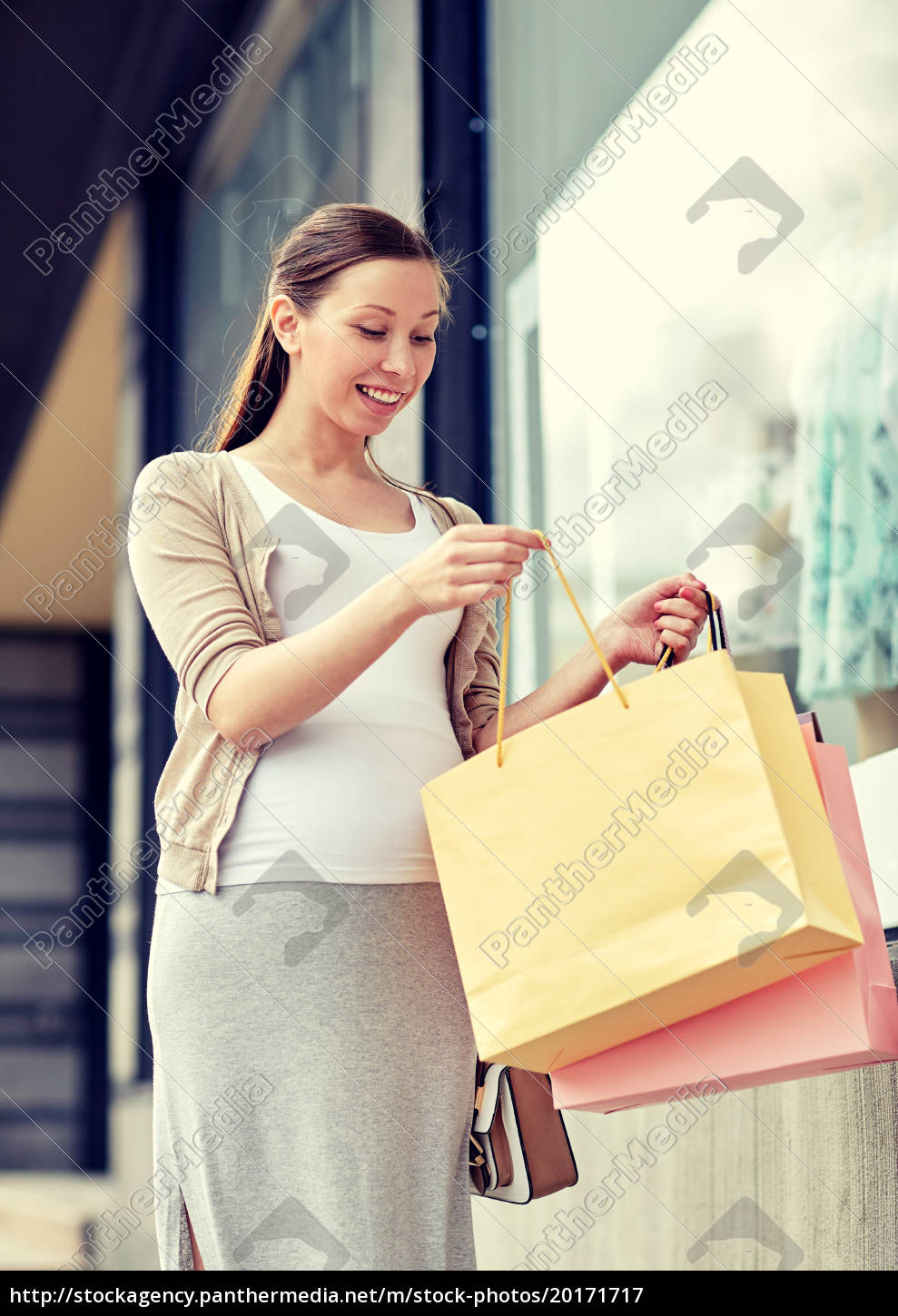 happy, pregnant, woman, with, shopping, bags - 20171717