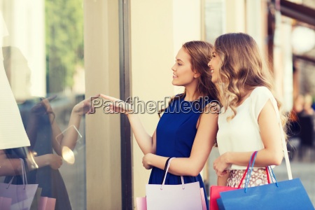 happy, women, with, shopping, bags, at - 20171257
