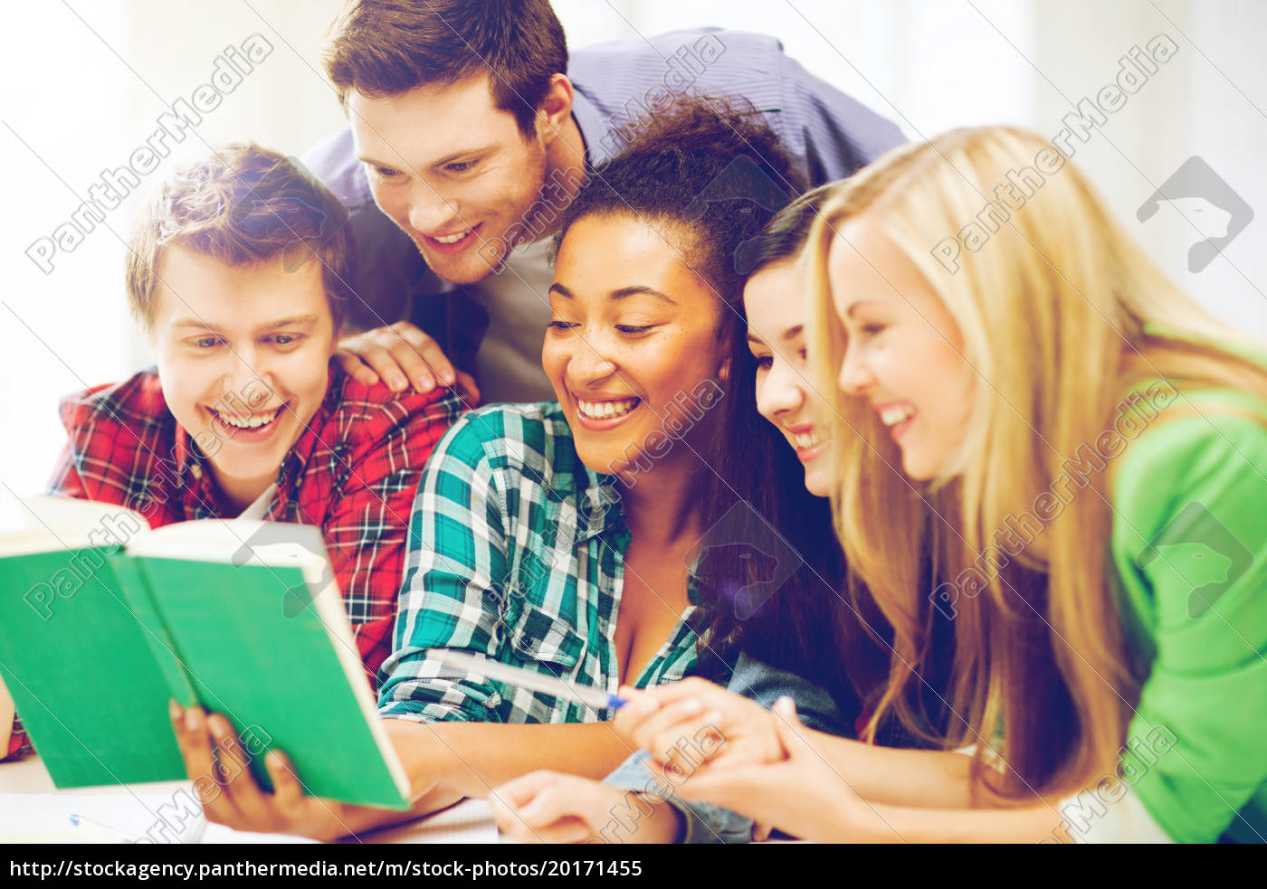 students, reading, book, at, school - 20171455