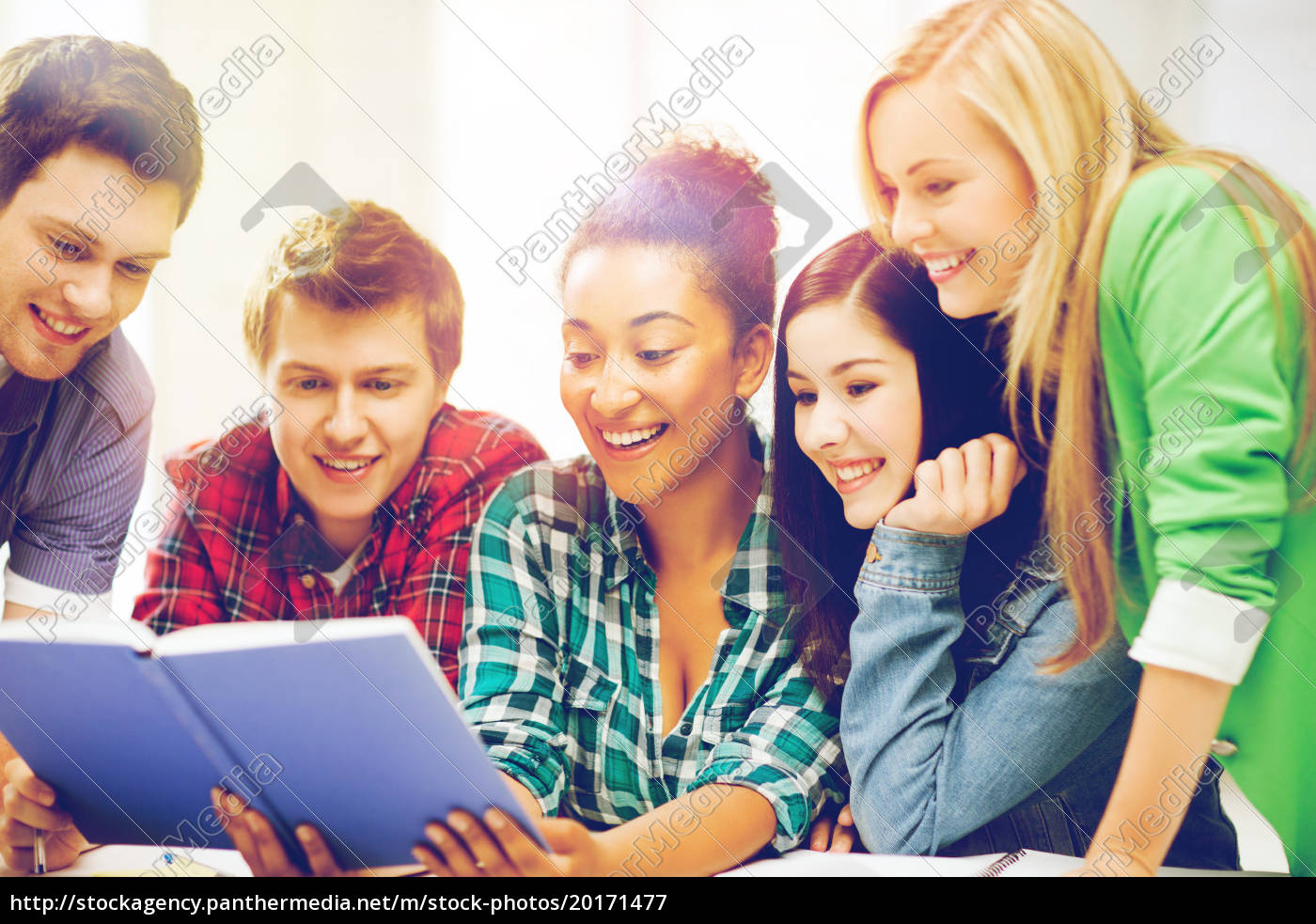 students, reading, book, at, school - 20171477