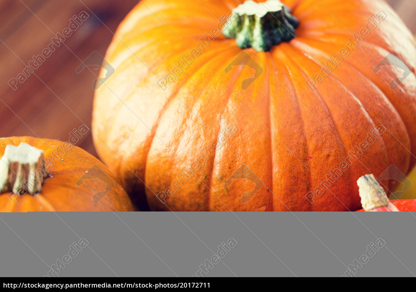 close, up, of, pumpkins, on, wooden - 20172711