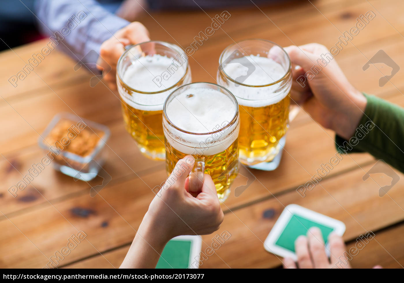 close, up, of, hands, with, beer - 20173077