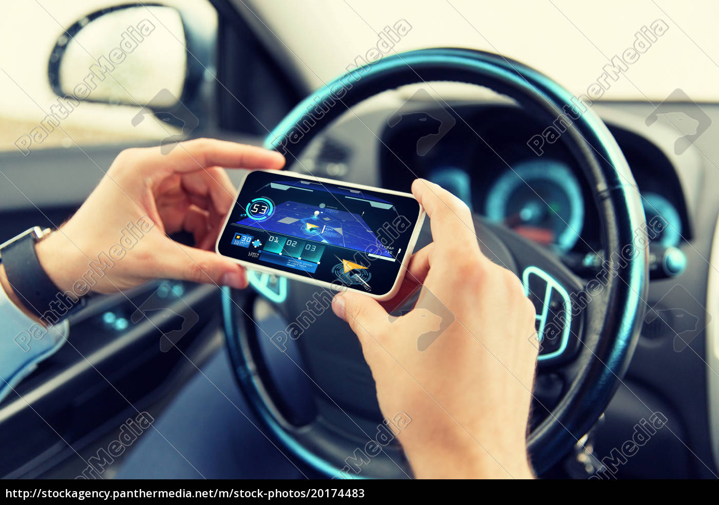 hands, with, navigator, on, smartphone, in - 20174483