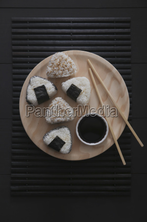 onigiris bowl with soy sauce and