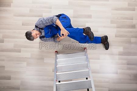 repairman fallen from ladder