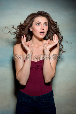 portrait, of, young, woman, with, shocked - 20225291