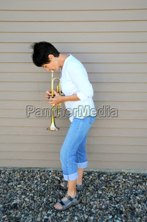 female trumpet player