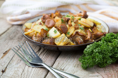 fried young potatoes with chanterelles mushrooms