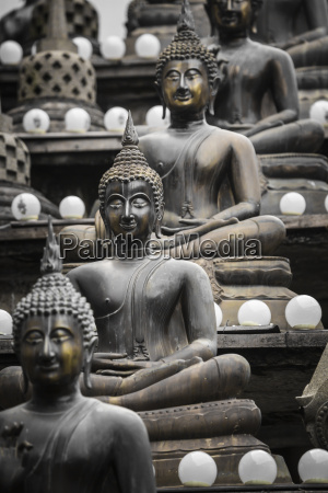 row of buddha statues at ganagarama