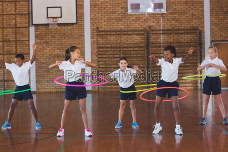 school kids playing with hula hoop