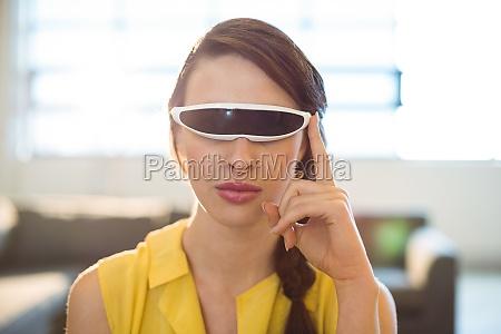 female business executive using virtual reality