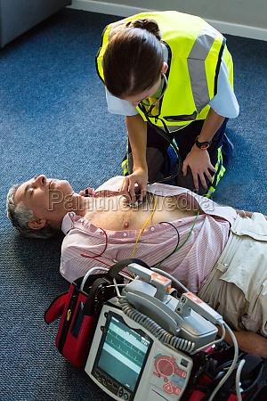 paramedic examining a patient during cardiopulmonary