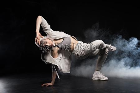 woman in sports clothing break dancing