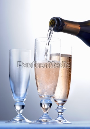rose champagne being poured