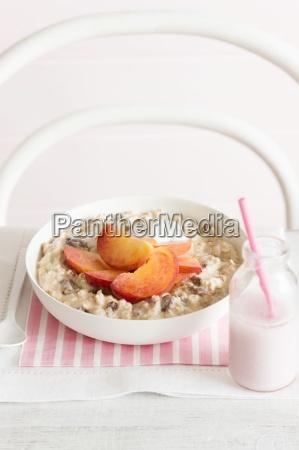 muesli with peaches and honey