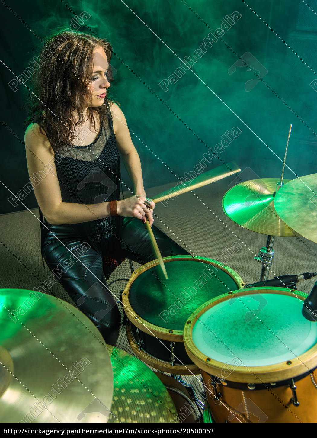 woman, playing, drums, onstage - 20500053