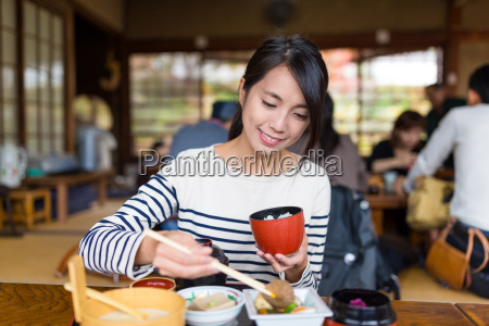 woman, eating, rice, in, japanese, restaurant - 20506905