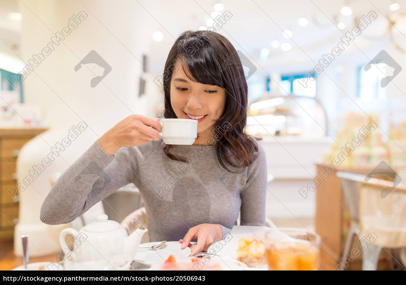 woman, enjoy, her, coffee, at, cake - 20506943