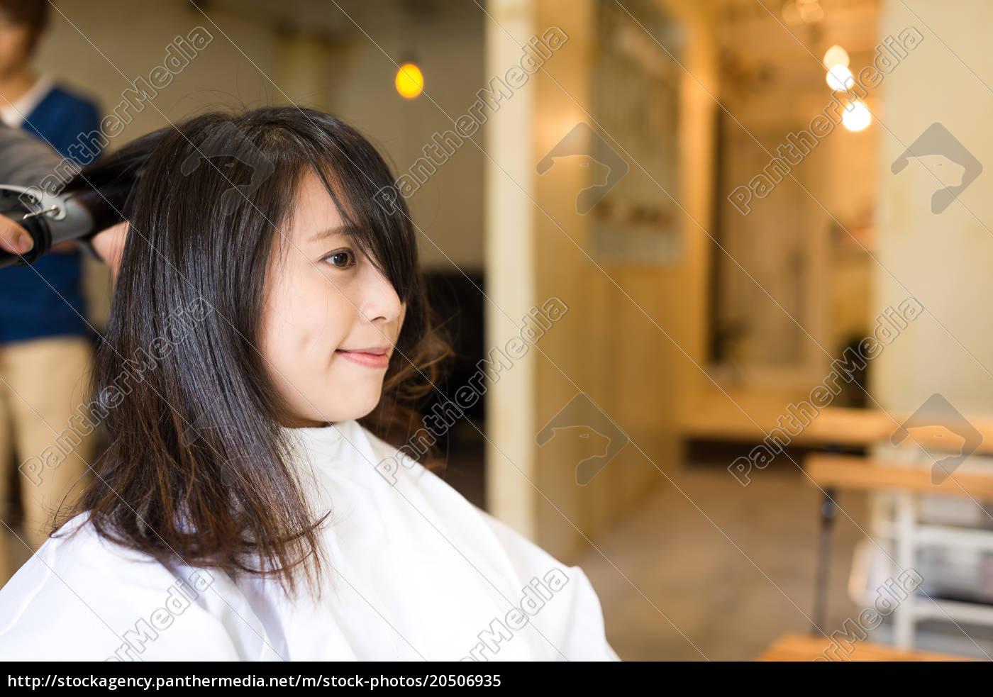 woman, getting, a, new, haircut - 20506935