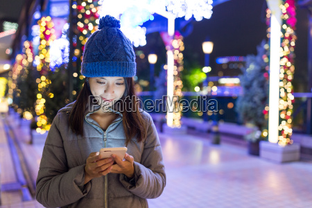 woman, sending, sms, on, mobile, phone - 20506723