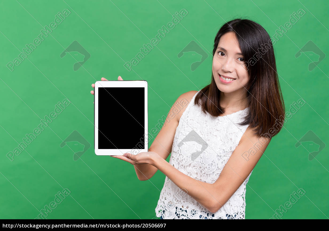 woman, showing, blank, screen, of, tablet - 20506697