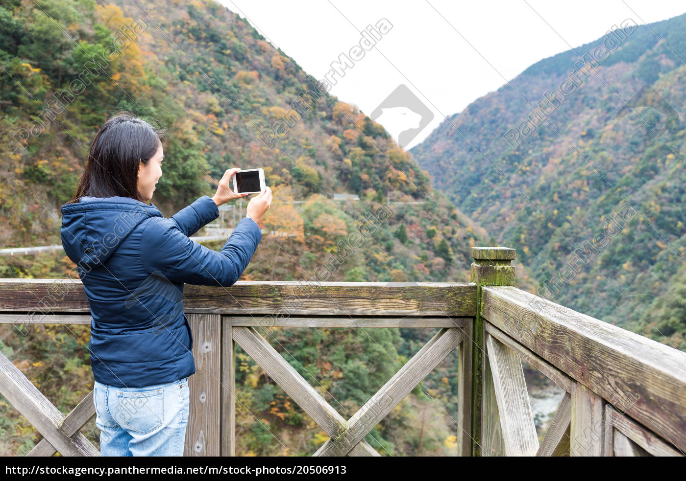 woman, taking, photo, with, cellphone - 20506913