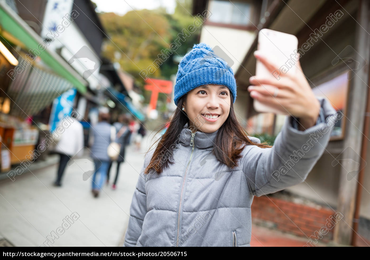 woman, taking, selfie, by, mobile, phone - 20506715