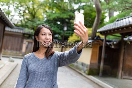 woman, taking, selfie, by, smart, phone - 20506809