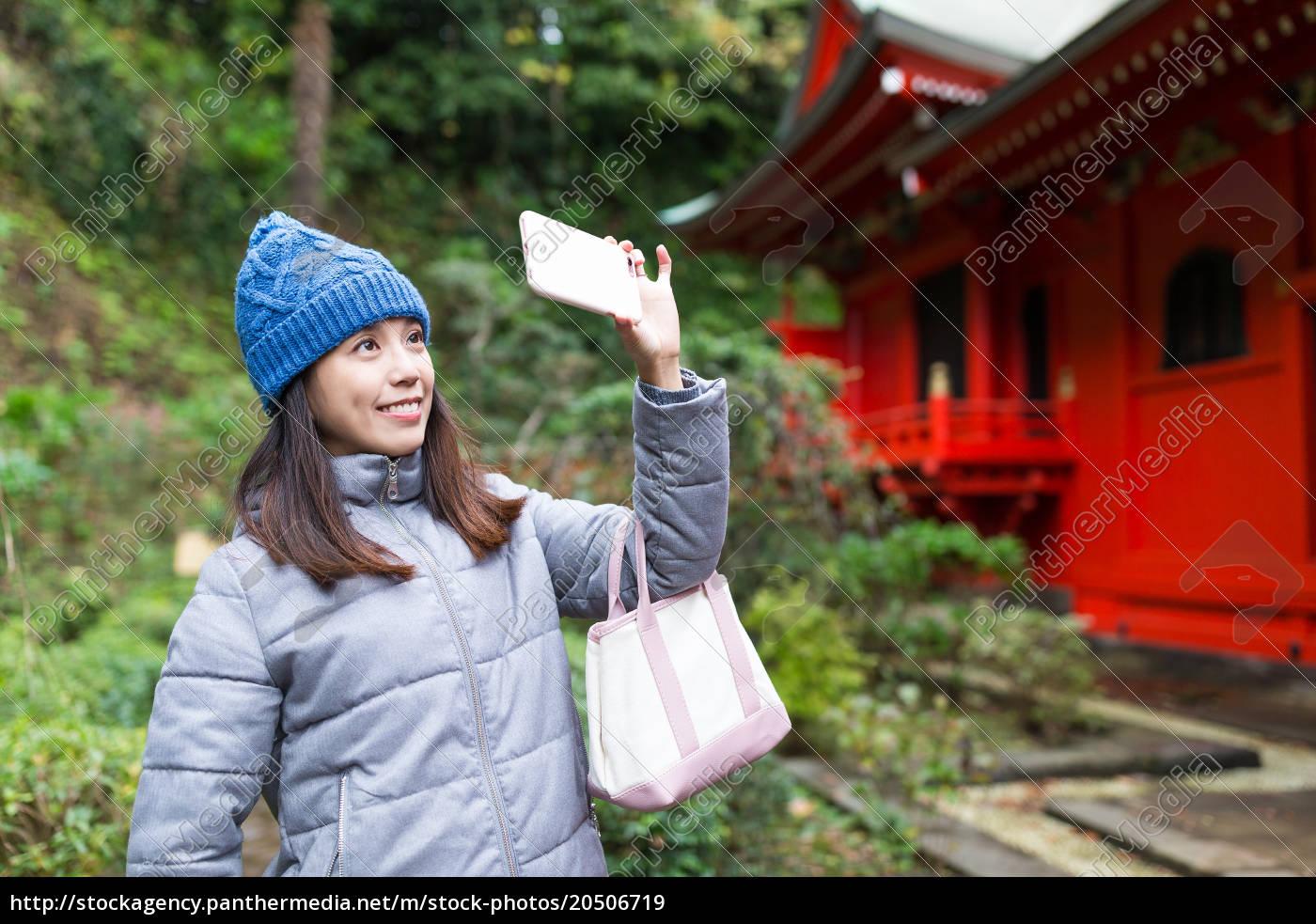woman, taking, selfie, in, kamakura - 20506719