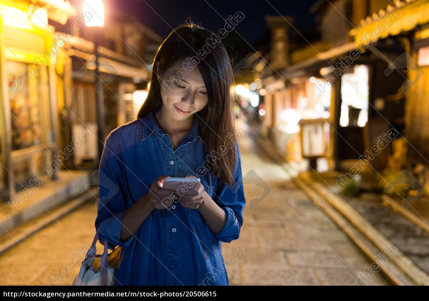 woman, use, of, cellphone, at, kyoto - 20506615