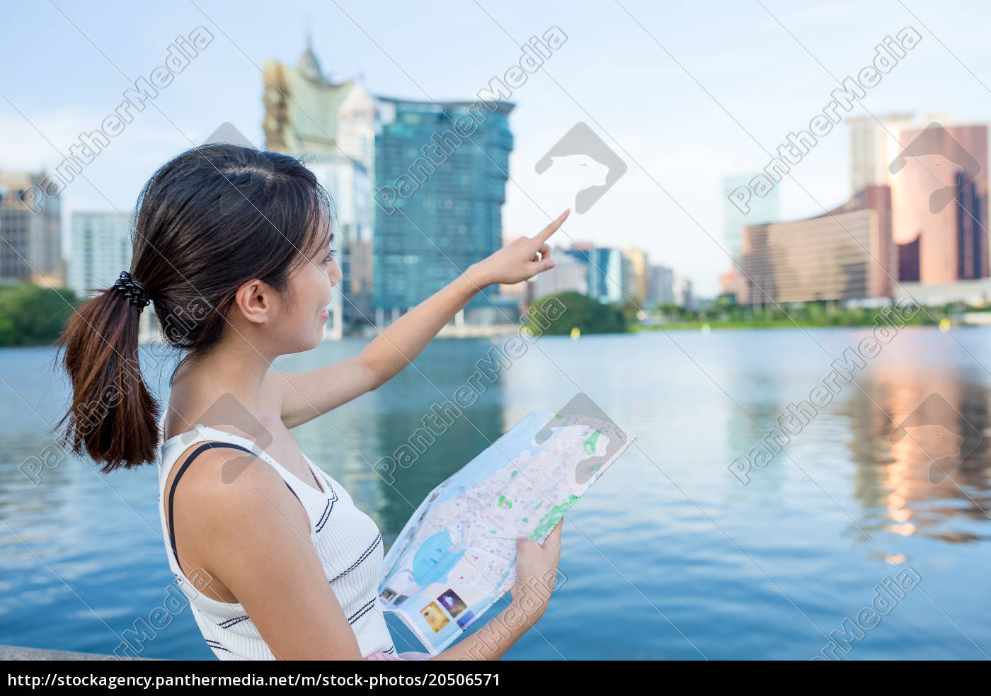 woman, use, of, city, map, in - 20506571