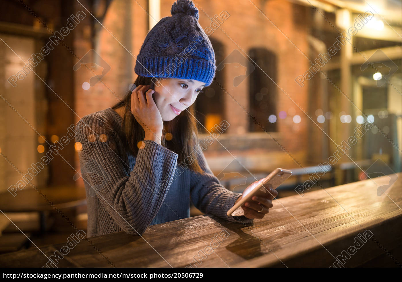 woman, using, mobile, phone, at, bar - 20506729