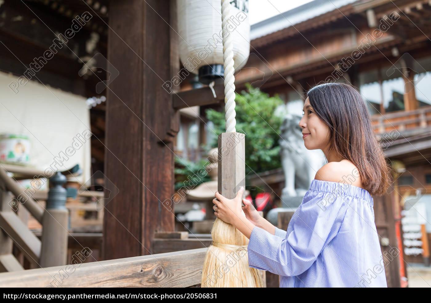 woman, visit, japanese, temple - 20506831