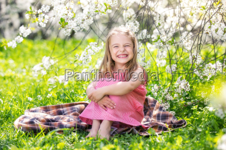 happy, little, girl, in, cherry, blossom - 20507127