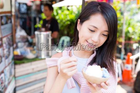 woman, enjoy, ice, cream, at, street - 20507001