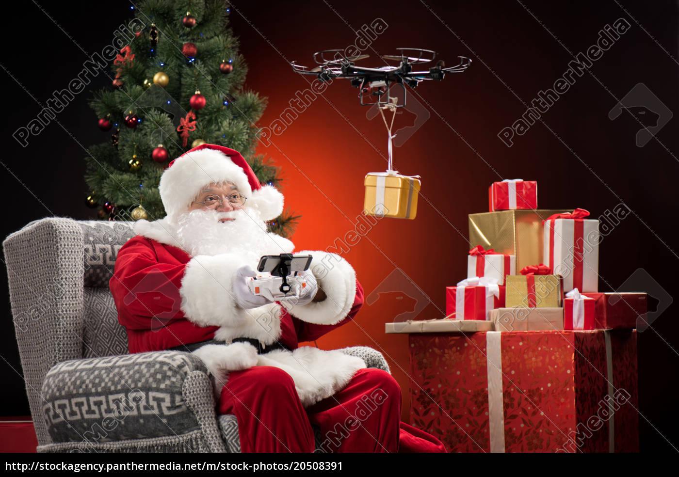 santa, claus, using, drone - 20508391