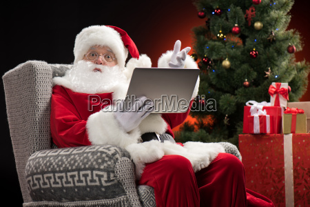 santa, claus, using, laptop, and, gesturing - 20508383