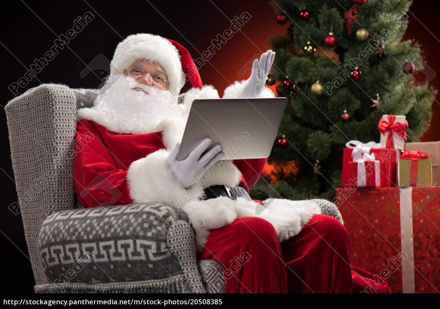 santa, claus, using, laptop, and, gesturing - 20508385